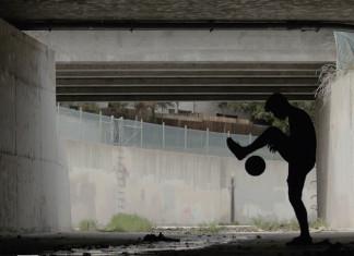 Gio Lobo juggling in downtown L.A.