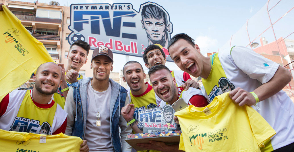 Neymar Jr. poses withexcited fans in Barcelona, Spain for Neymarjrsfive.